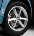 3-double-spoke alloy wheel, front axle
